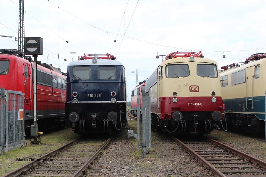 114 488 neben 110 228 in Koblenz